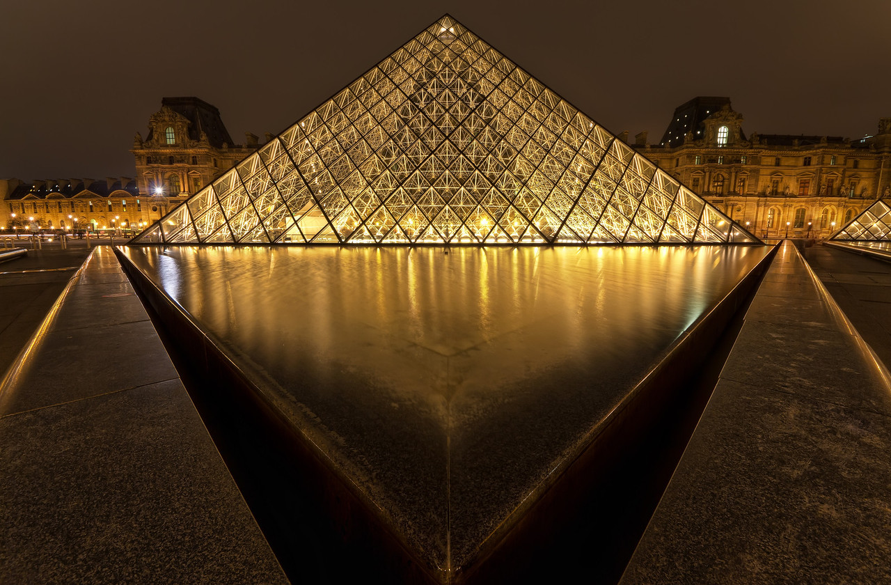 Musee de Louvre at Night
